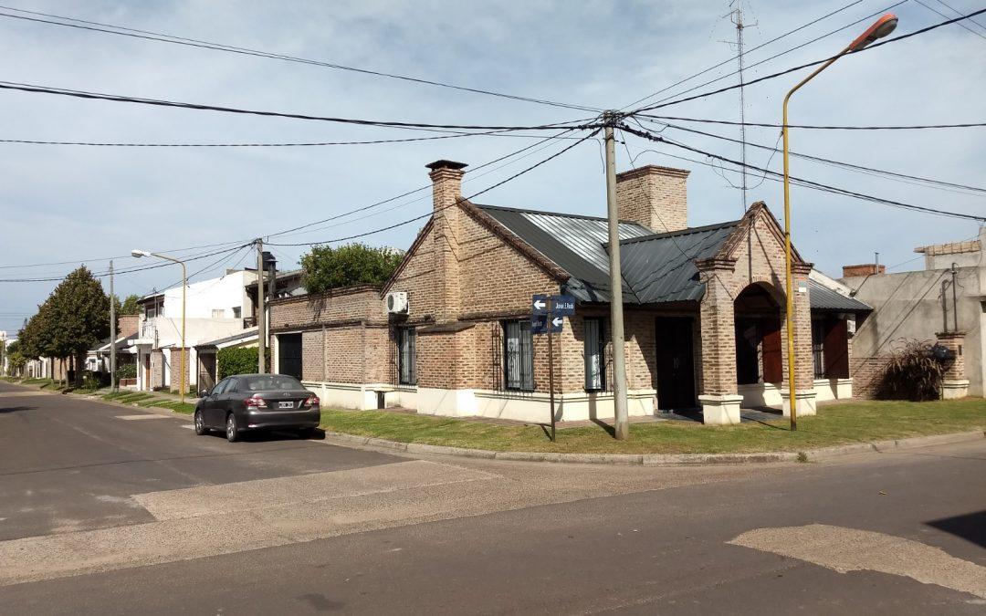 Excelente inmueble en inmejorable Barrio ubicada en calle Rodo y Angel Elias